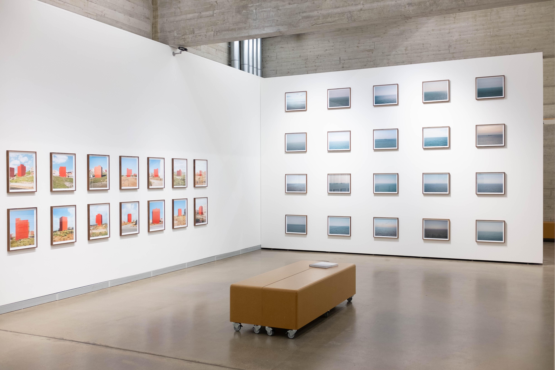 Ausstellungsansicht Bilder des Wohnens mit Motiven von Axel Grünewald © Foto: Konstantin Weber