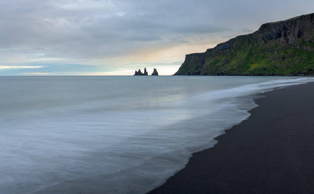 Die Bucht von Vík í Mýrdal an der Südküste Islands © Holger Rüdel