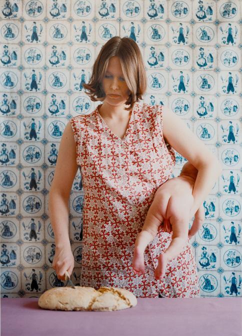 o.T. (Brotschneiden), 1997 © Judith Samen